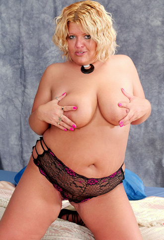 fat titted woman showing her tits